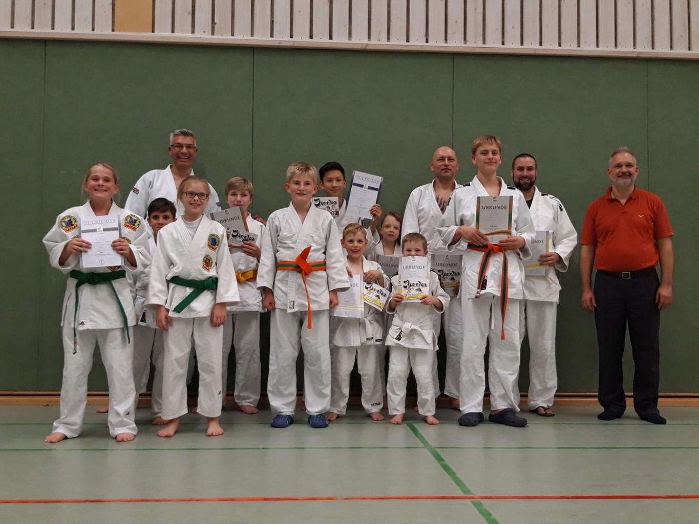 Read more about the article Neue Gürtel nach bestandener Prüfung