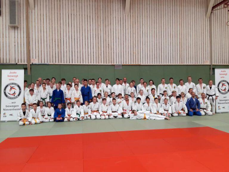 Frank Wieneke motivierte Judoka in Nievenheim